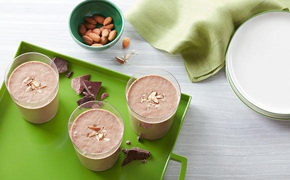 שייק חלבון עם חלב שקדים ושוקולד