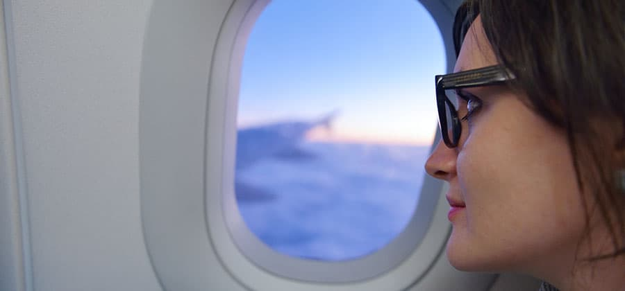 טיסות עלולות לפגוע בעור הפנים שלכם.