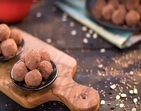 כדורי שוקולד עשירים בחלבון