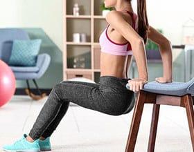5 תרגילים עם כיסא שתוכלו לבצע בקלות גם בבית