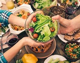 18 טיפים בריאים לאכילה טובה בערב ראש השנה